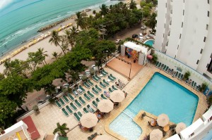 VcCh-WEB2015_Cartagena_Hotel_DECAMERON_vista-piscina+playa
